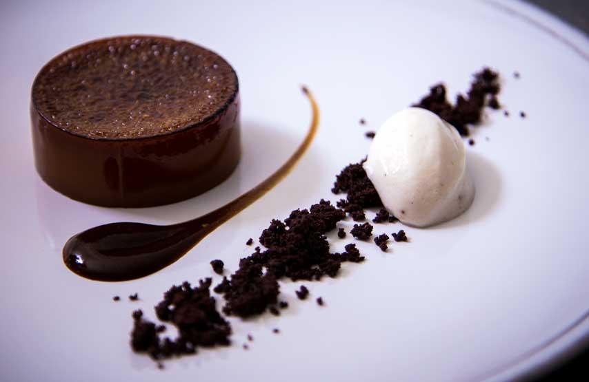 Caramel crème brûlée with chocoalte soil