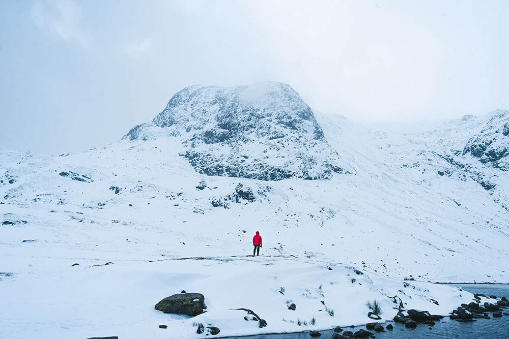 Ryan Lomas shooting in the snowy fells
